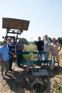 2015_06_12_Vereinsmitglieder bauen Storchenbank_web